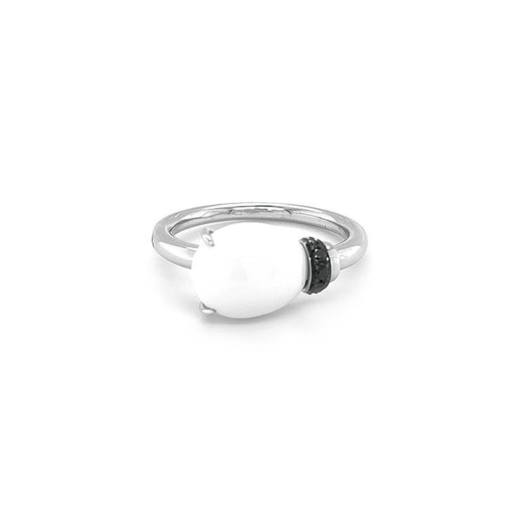 Zlatý Prsten s Bílým Achátem a Černými Diamanty