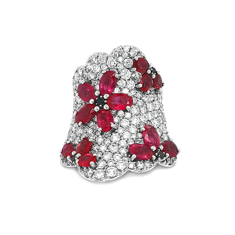 Zlatý Prsten s Rubíny a Diamanty
