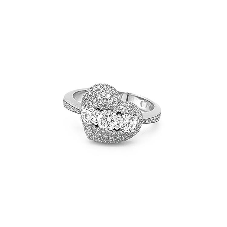 Zlatý Prsten ve Tvaru Srdce s Diamanty