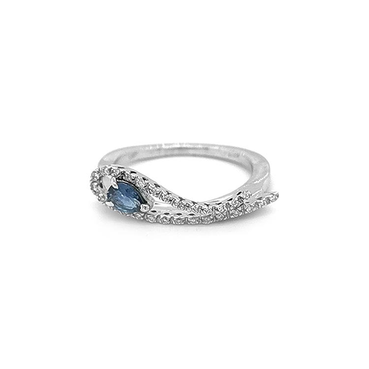 Zlatý Prsten s Akvamarínem a Diamanty