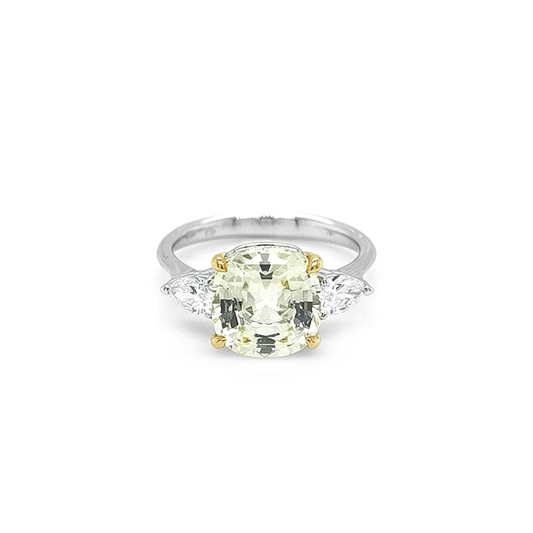 Zlatý Prsten se Žlutým Safírem a Diamanty