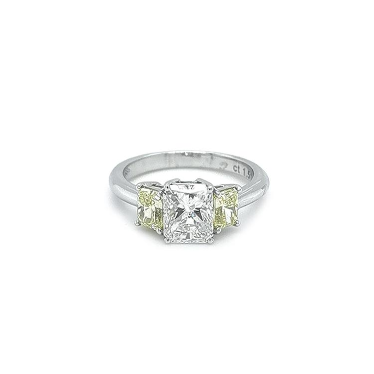 Zlatý Prsten s Žlutými a Bílými Diamanty